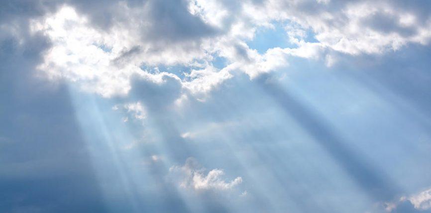A qëndrojnë qiejt mbi shtylla?