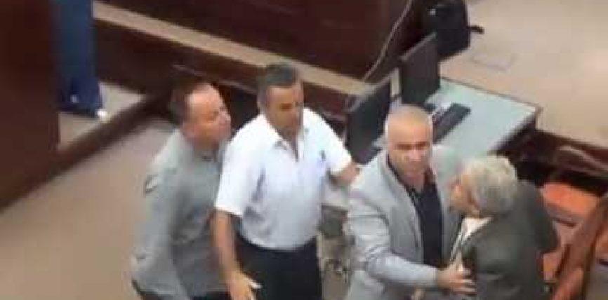 (VIDEO) Evitohet rrahja mes deputetit shqiptar Rexhail Ismaili dhe Bllagoja Stojanovskit