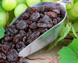 Dobitë që vijnë nga ngrënia e rrushit të thatë!