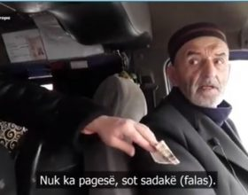 Ky burrë ofronte udhëtim falas të premten, ja cfarë dhurate i bëjnë udhëtarët (Video)