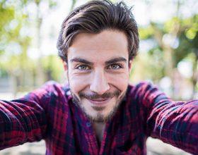 "Shkencëtarët: ""Selfie"" shkakton narcizëm"