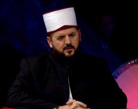 Dr.Shefqet Krasniqi përshendet deklarimin e Lutfi Hazirit për cështjen e shamisë në shkolla