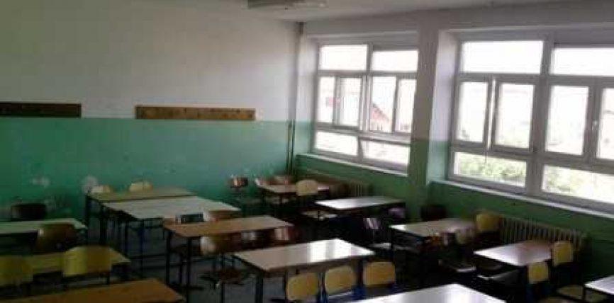 Mësuesi ja përplas kokën për banke nxënësit 11 vjeçar