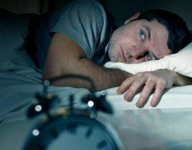 A ju ka ndodhur që papritur të dridheni në gjumë, ja arsyeja pse ju ndodh kështu