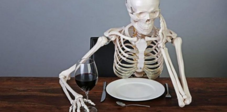 Ushqimet që duhet të hani nëse vuani nga osteoporoza