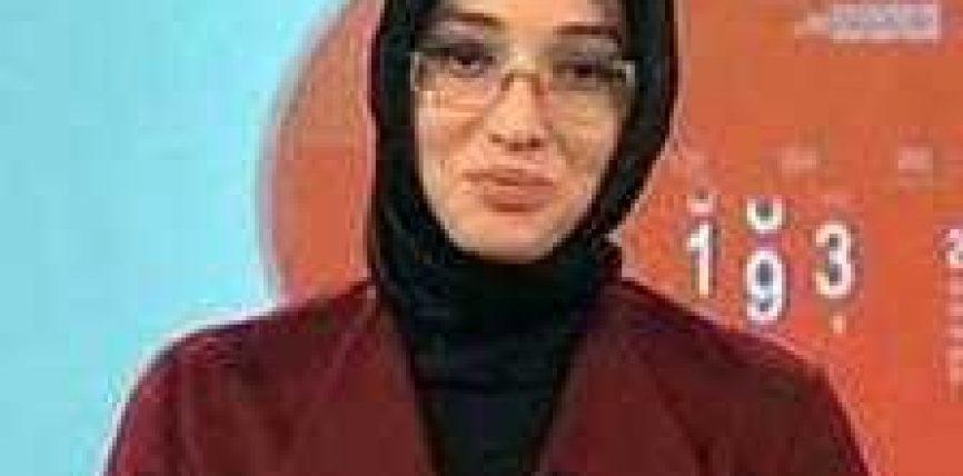 Spikerja e parë me shami në televizionin shtetëror turk