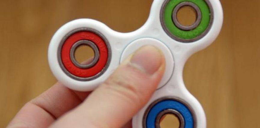 Çfarë janë fluturat antistres dhe a duhen lejuar fëmijët të luajnë me to? (Video)