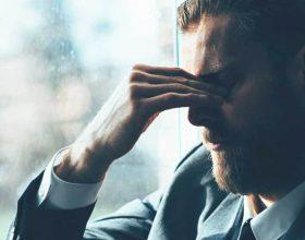 Këto 10 shenja tregojnë se je më e stresuar se sa dukesh