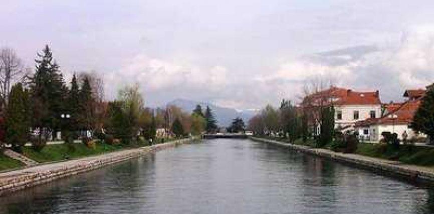 Sulmohen shqiptarët në Strugë