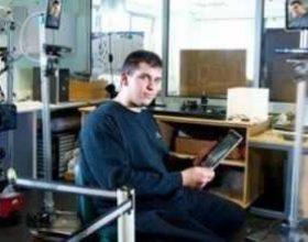 Studenti anglez ndërton robotin imitues teleprezent