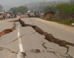 Ja pse Allahu e trondit tokën me tërmet
