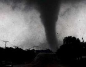 Tornadot godasin Teksasin, gjashtë të vdekur