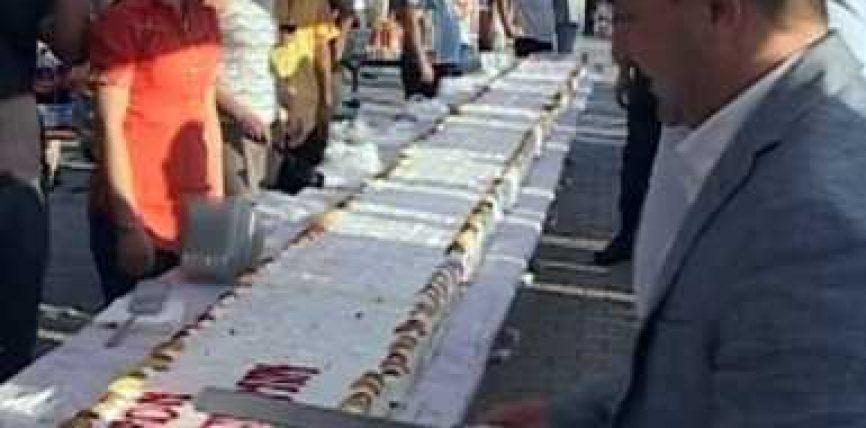 Kavajë, torta e Bajramit 25 metra