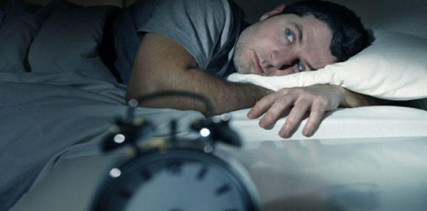 Ja çfarë po ndodh me ju nëse vazhdoni të zgjoheni në mes të natës: truri juaj është në vështirësi!