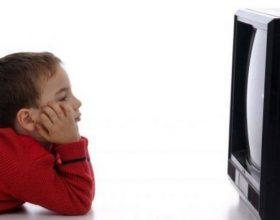 Televizori pengon zhvillimin e të folurit te fëmijët