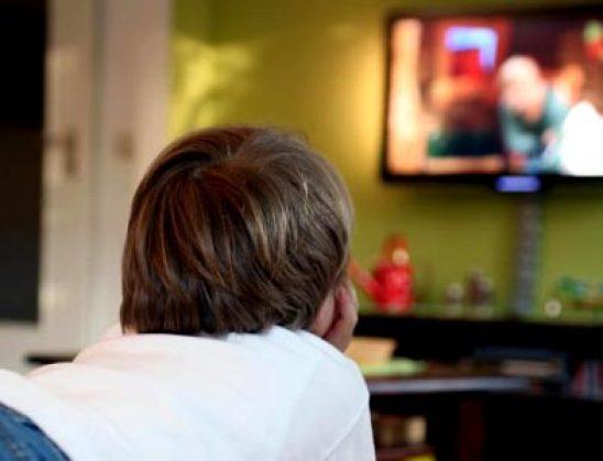 Televizori në dhomë shkakton obezitet tek fëmijët
