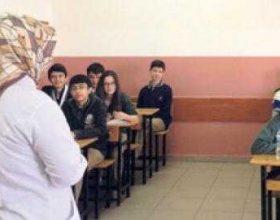 Turqi: Ministria e Arsimit lejon bartjen e shamisë për punonjëset e arsimit