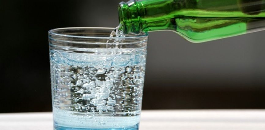 Pini ujë me stomak bosh menjëherë sapo të zgjoheni!