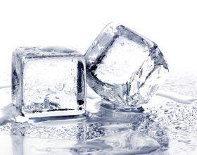 4 arsye përse nuk duhet të pini ujë nga frigoriferi