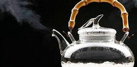 Pse duhet të pini ujë të ngrohtë çdo mëngjes