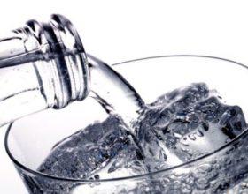 Shkenca dhe porosia e Profetit alejhi selam që uji të mos pihet në këmbë por ulur