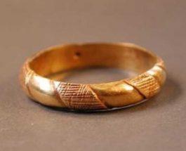 A lejohet të mbahet ari i bardhë apo argjendi nga meshkujt?
