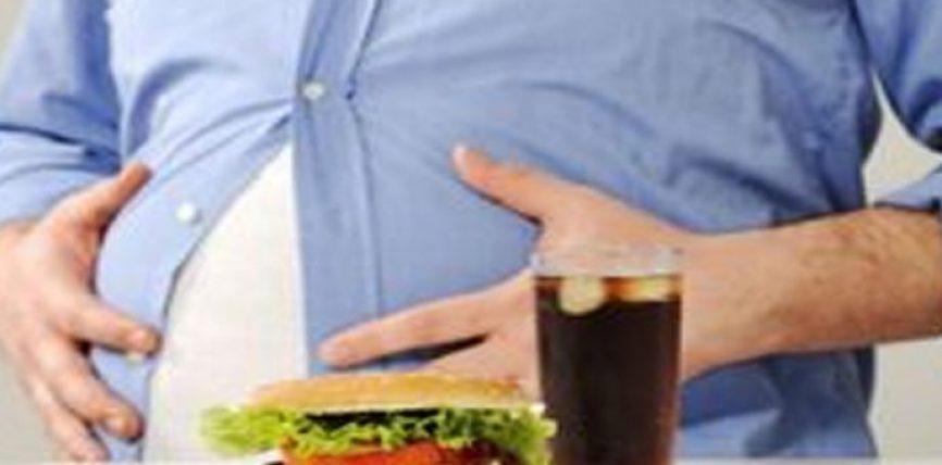 Shejtani ha dhe pi me dorën e majtë