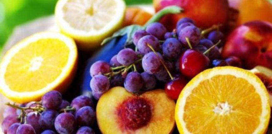 Njihuni me ushqimet verore që ulin tensionin e lartë në gjak