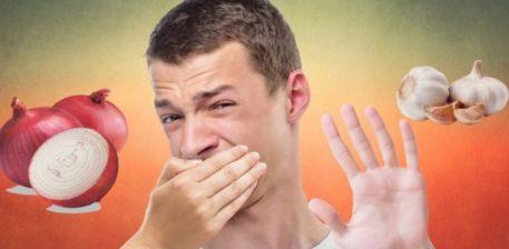 Ushqimet që mënjanojnë erën e keqe të gojës