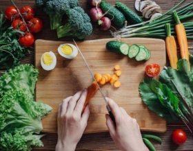 Piramida ushqimore: Frutat, perimet, lëngjet dhe çdo gjë mbi ushqyerjen