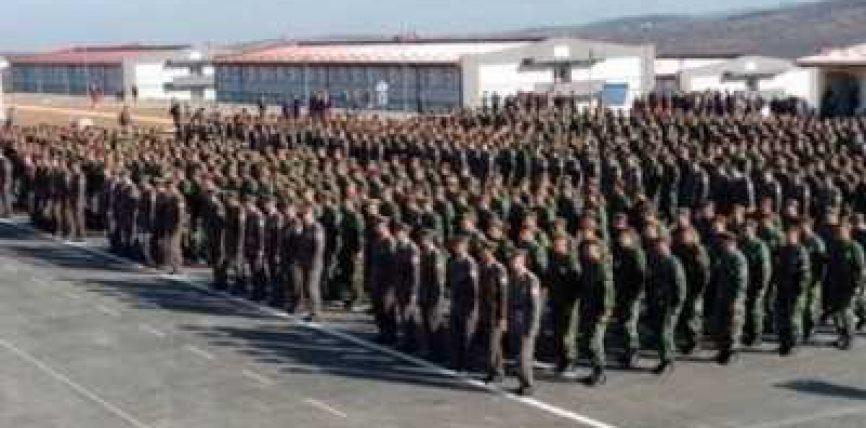 Serbia fton të rinjtë shqiptarë për t'u rekrutuar në ushtrinë serbe