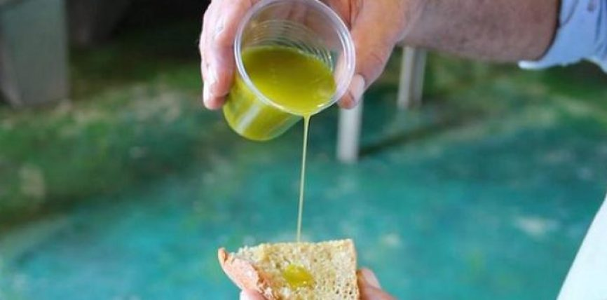 Si të dalloni nëse vaji i ullirit është i pastër apo i rremë!.Ja TRUKU