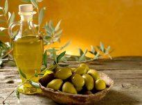 Nëse flokët lyhen me vaj ulliri forcohet rrënja e qimeve dhe parandalohen thinjat e parakohshme