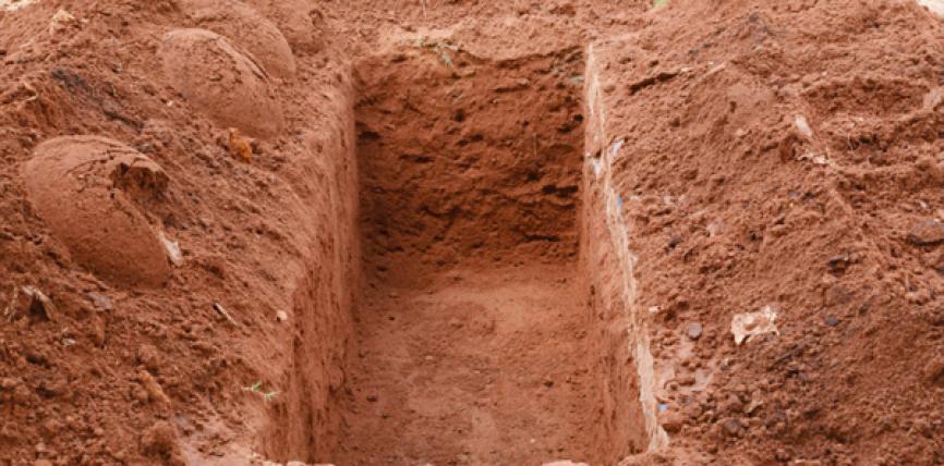 Pse femrat varrosen më thellë se meshkujt në varr?