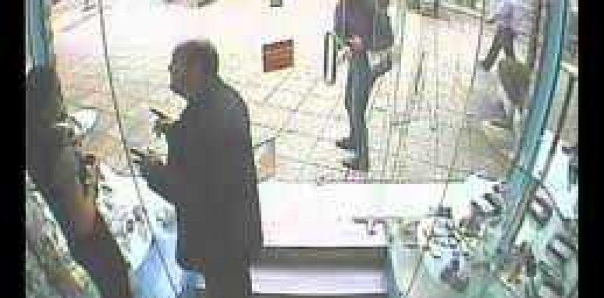 """Vjedhja e telefonit, vajzat kapen """"mat"""" nga kamerat e sigurisë (VIDEO)"""